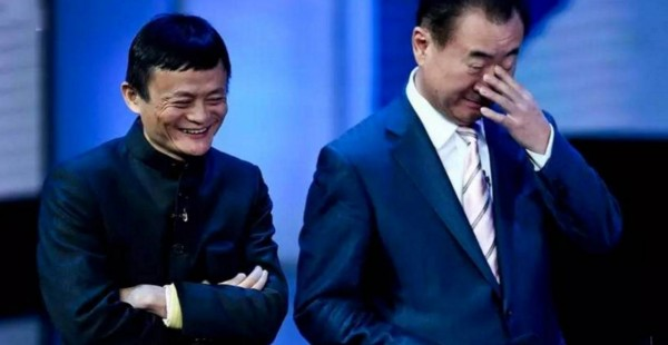 """王健林跟马云又""""打""""起来了!马云还说:未来,30岁的人能改变世界"""