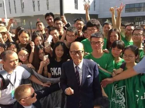 李嘉诚89岁高龄,昨日汕头大学毕业演讲,大道至简,字字触心!