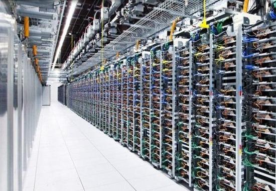 比特币矿场类似一个大型的机房,耗电量惊人。(图片来源:网络)